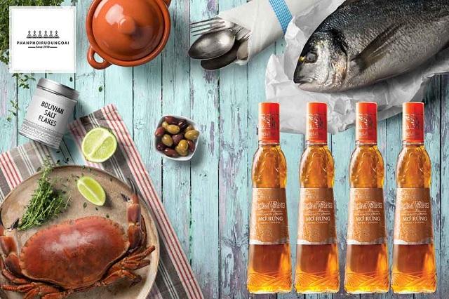 Rượu mơ rừng rơm vàng và tiệc hải sản