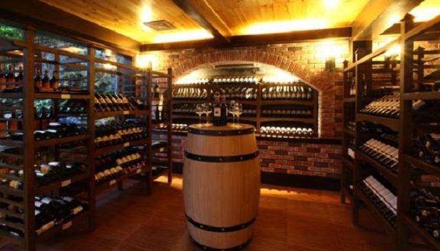 Hầm rượu vang tại Đà Lạt